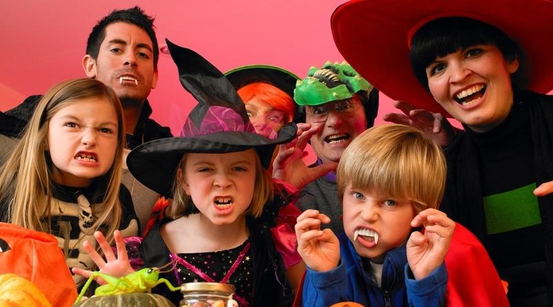 puente de halloween con niños